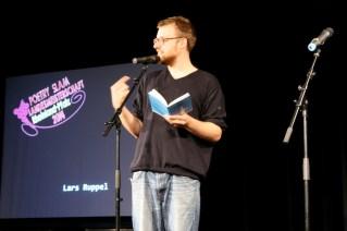 Lars Ruppel. Auftritt in der TuFa Trier. Poetry Slam Landesmeisterschaft RLP 2014. Eröffnungsgala. - 5VIER
