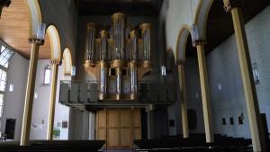 Metzler-Orgel in der Marienstiftskirche von Trier-Pfalzel. 2081 Orgelpfeifen sind im Prospekt, den Türmen und im Orgel-Gehäuse enthalten. Foto: C. Maisenbacher