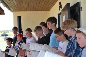 Die Knaben singen ein Ständchen. Foto: Trierer Chorknaben