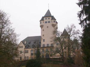 1024px-Residenz_der_Grossherzoeglichen_Familie - 5VIER