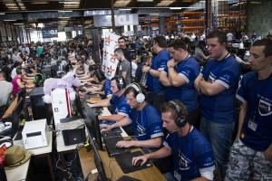 Alles andere als Einzelgänger: Gamer bei E-Sport-Turnieren (Foto: Maxime Fort; https://flic.kr/p/nZKS8p)