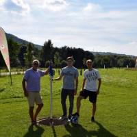 Mit Eintracht Trier-Spieler Felix Fischer beim Fußballgolf