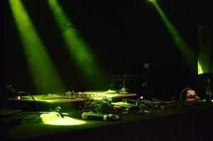 Two Turntables and a mic - mehr braucht es nicht für einen Abend mit HipHop. Foto: 5vier.de / Manuel Maus