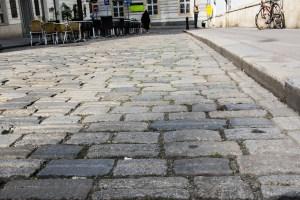 Einfahrt in die Fußgängerzone für Handwerker und Patienten