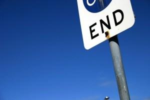 stoppschild ; Ende, blaueer himmel - 5VIER