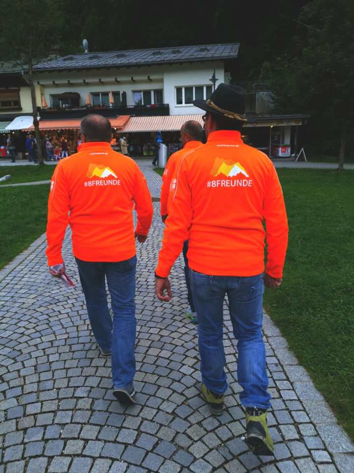#8Freunde wandern zum dritten Mal für nestwärme e.V. über die Alpen – Anreise und Tag 1
