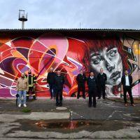 Graffitis machen auf neues Gewerbegebiet aufmerksam