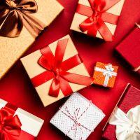Über 150 Weihnachtspäckchen wurden in Trier durch die Caritas verteilt. Bildquelle: pexels.com