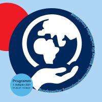 """Das Cover des VHS Programmhefts zeigt zum Semesterschwerpunkt """"Bildung für nachhaltige Entwicklung"""" einen stilisierten Globus. Bildquelle: VHS"""