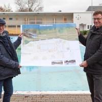 Sebastian Schön (Leiter der Gebäudewirtschaft Trier) und Werner Bonertz (Geschäftsführer der SWT Bäder GmbH) präsentieren die Pläne für das neue Nordbad. Bild: Stadtwerke Trier