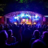 Die Sommerbühne in Bernkastel Kues. Bildquelle: tonimedia.de