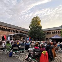 """Am 15.07.2021 startete die Konzertreihe """"Jazz im Brunnenhof"""" vor ausverkauftem Publikum. Bildquelle: ttm"""