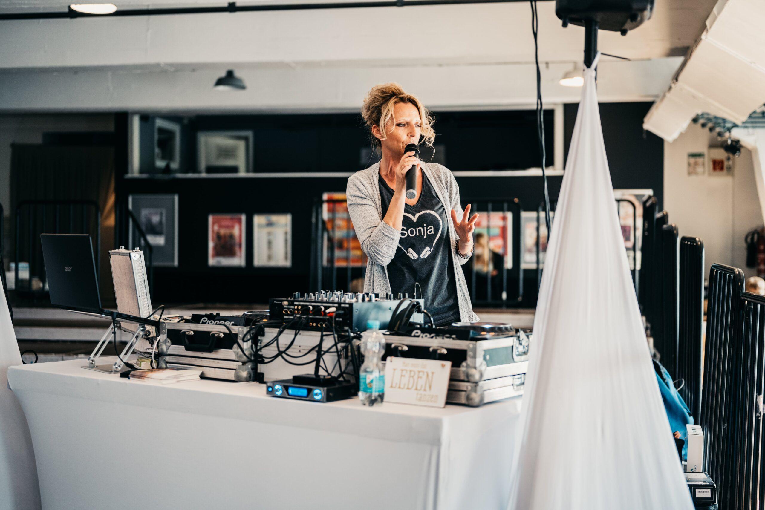 Sonja Storz beim Benefizshooting in der Tufa Trier