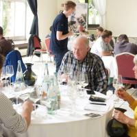 Juroren bei der Verkostung und Bewertung der Weine in der Orangerie im Nells Park in Trier. Bildquelle: Moselwein e.V./Michael H. Schmitt