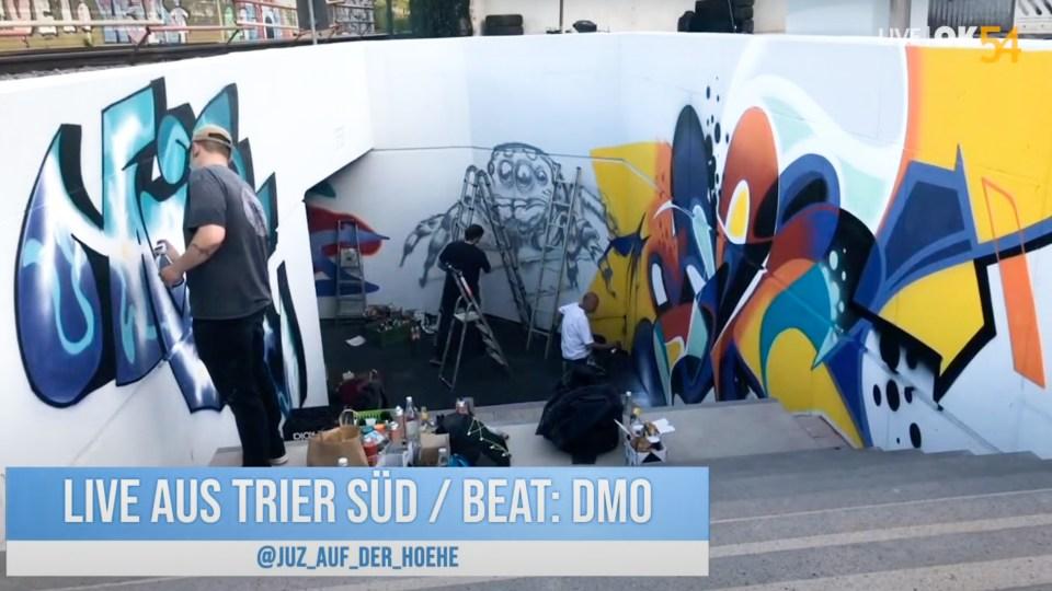 """Über das Projekt """"Beats and Streets"""" wurden zwei neue Bahnuntergänge eingeweiht und dürfen fortan legal von der Graffiti Szene genutzt werden. Wie die ersten Bilder entstanden wurde dabei live übertragen. Bildquelle: OK54 Bürgerrundfunk."""