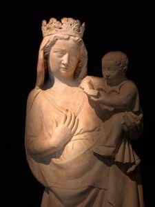 In der Nacht der Heiligen beleuchten die Museen die Sakrales und Geistliches an. Hier zu sehen Madonna mit dem Jesuskind. Bildquelle: Museumsstadt Trier