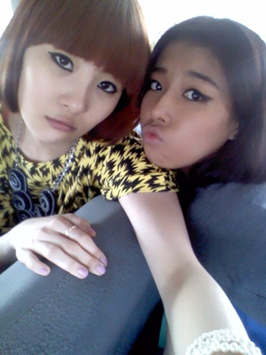 Me and Yubin hahahahahaha I wanna take a picture with my Sohee but she doesn't want me! 치치치치치치치치