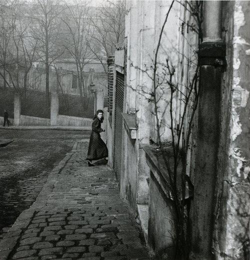 Willy Ronis - Rue de la Cloche, Ménilmontant, Paris, 1948