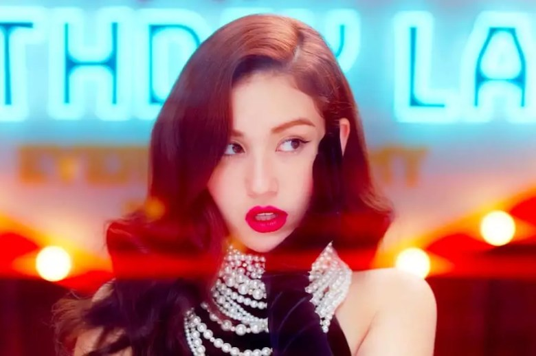 "Jeon Somi Tops Many Major Realtime Charts With ""Birthday"" Debut"