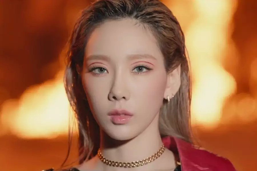 """Watch: Girls' Generation's Taeyeon Sings Of Her Artistic """"Spark"""" In Bold Comeback MV"""