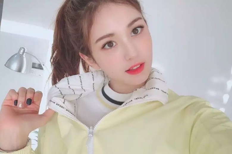 Jeon Somi's Solo Debut Reportedly Delayed