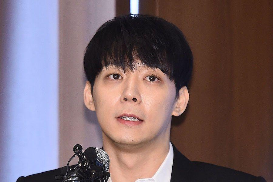 كشفت التقارير أن الشرطة عثرت على دليل يثبت أن يوتشون تعاطى المخدرات مع هوانغ هانا و منعوه من السفر خارج الدولة