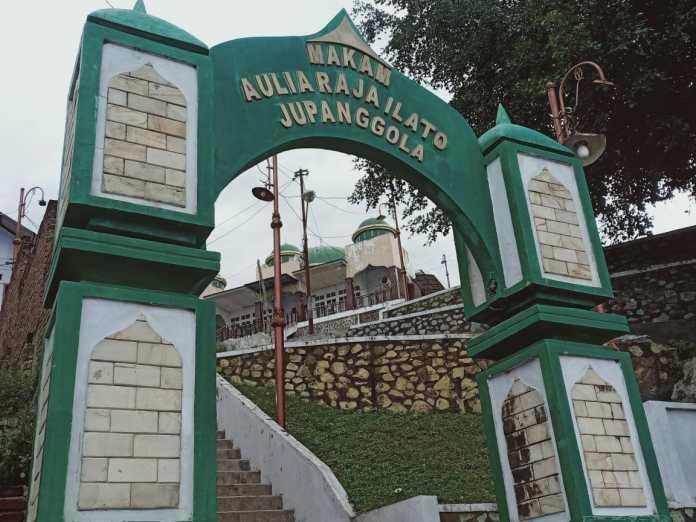 Makam Aulia Raja Ilato Jupanggola