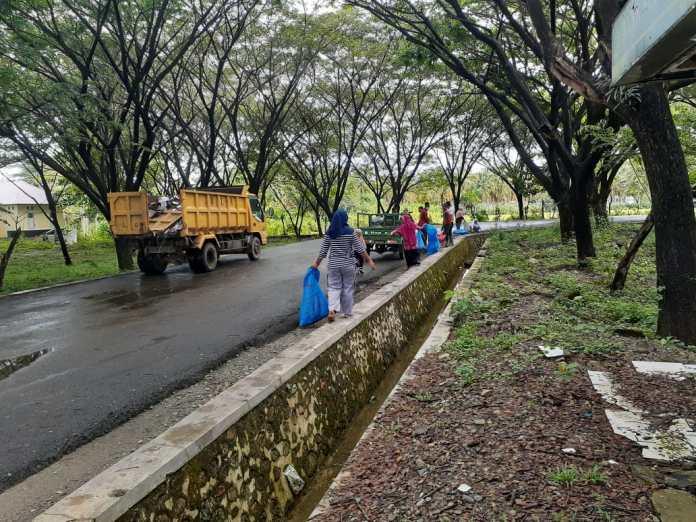 DLH Gorut Harap Honor Petugas Kebersihan Naik
