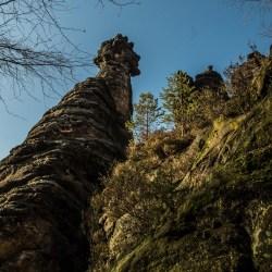 Die Felsnadeln in der Sächsischen Schweiz regen die Fantasie an; Gesichter und Tiere erscheinen im Stein.