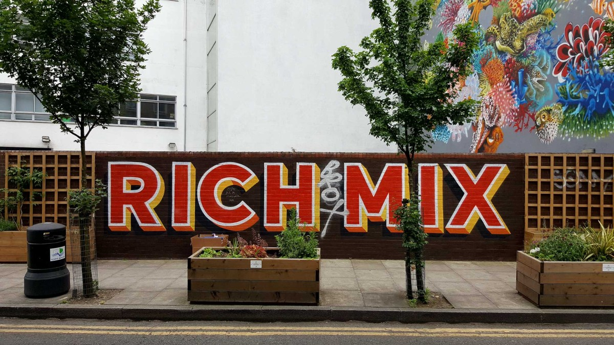 RICH MIX mural bei Eine in London's Eastend