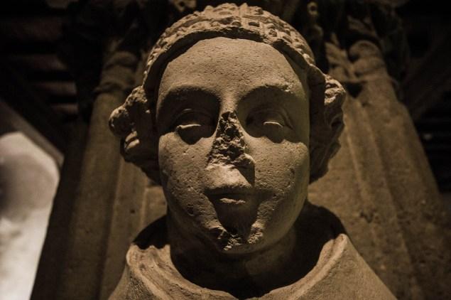 Noseless statue