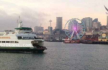 "Seattle waterfront with ferry floating past the ""Seattle Great Wheel."" (September 2016/Maecy Enger)"