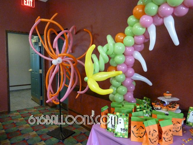 Monster table arch balloon sculpture claw & teeth detail monster balloon column by 616 Balloons Grand Rapids, Mi. Premium balloon art & decor. Corporate events, private parties..