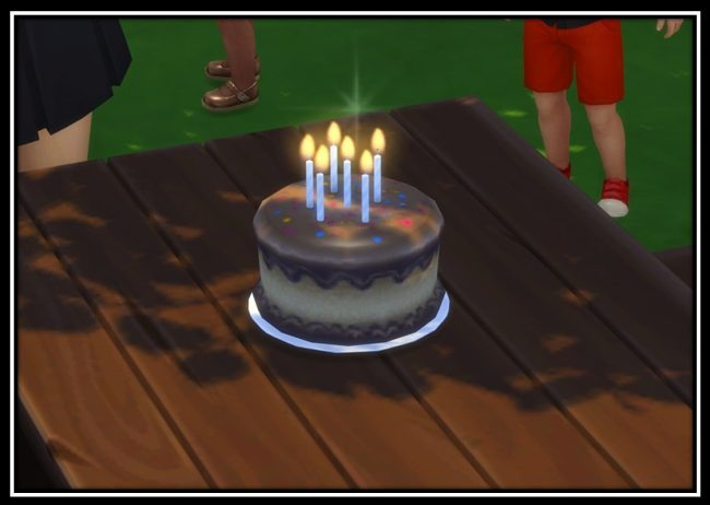 """Let Friends Age UpI like to play with aging off. When my Sims age up i want to let their friends also age up. I'm too lazy to do it one by one so i made this Mod [[MORE]]With this Mod i added a new Pie Menu """"Age up"""" to Cakes (those where you can add..."""