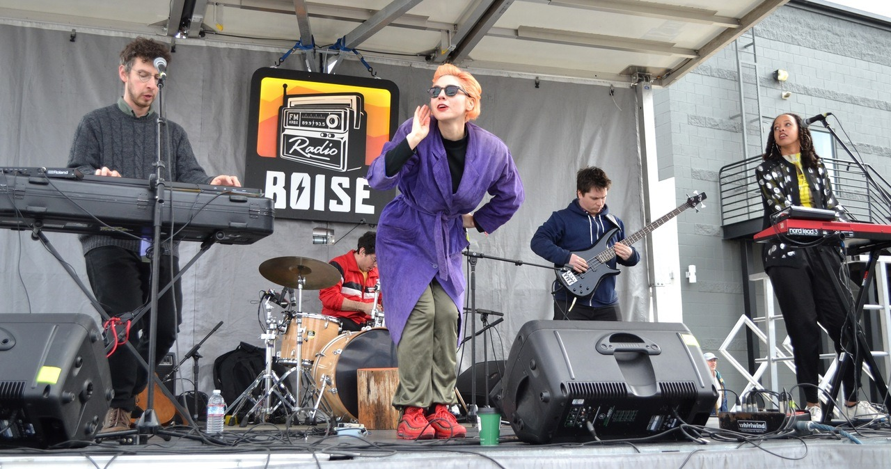 The sun came our precisely on time Sunday for NY Indie R&B band Ava Luna at our Radioland Stage. Doubly blessed! -dig #RadioBoiseAlive #Treefort2019