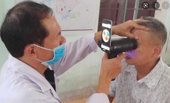 Camera Samsung EYELIKE ™ Fundus reutilizează smartphone-urile Galaxy pentru a îmbunătăți accesul la îngrijirea ochilor