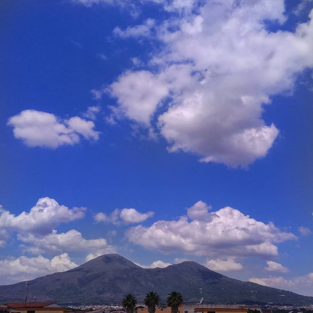 #vesuvio #homesweethome #sky #cloud #outdoors #nature #landscape #mountain #travel #traveling #visiting #instatravel #instago...