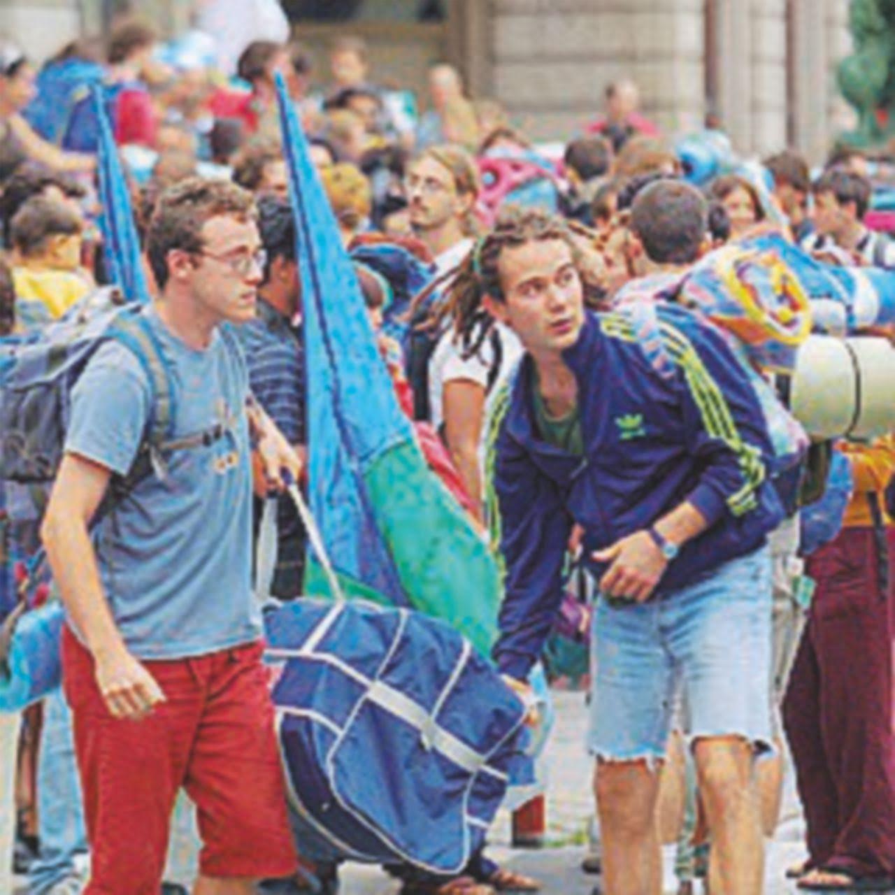 """G8 di Genova, un'intera gioventù buttata nel mare di Enrico Fierro Se a qualcuno venisse in mente di dedicare una lapide ai giorni del G8 di Genova, dovrebbe scrivere poche, chiarissime parole: """"Qui morì la speranza di una generazione. Qui fu..."""