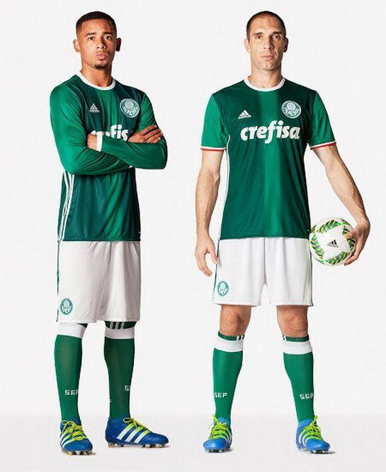 Le nouveau Maillot de foot Palmeiras Domicile pas cher 2016/2017 combine deux nuances de vert dans une conception de rayures. vert plutôt sombre, le nouveau Maillot Palmeiras dispose d'une bande vert clair, avec les manches offrant aussi la...