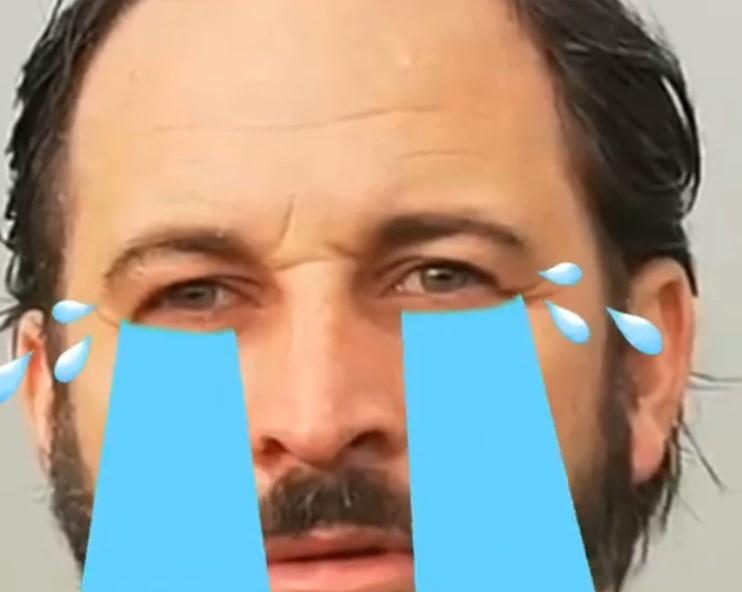Abascal llora al ver a Pablo Iglesias convertido en vicepresidente tras decir que estaba acabado