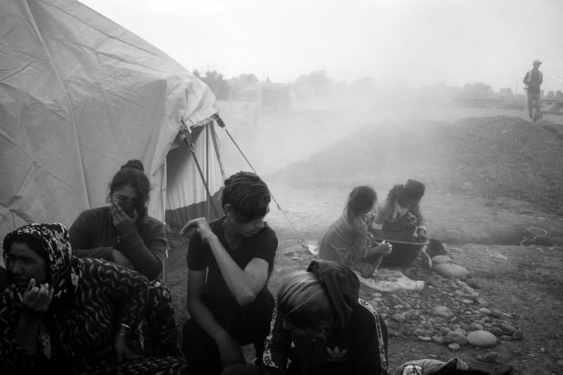 В начале ноября в лагере Гавилан в воздухе задерживается пыль вновь прибывшей семьи беженцев.