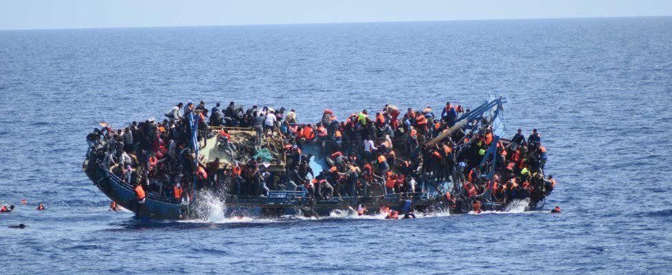 """""""… Quando ti trovi nel mare e hai davanti a te un gommone strapieno o una barca di legno carica all'inverosimile, è indispensabile capire il prima possibile lo stato in cui si trovano le persone a bordo e la situazione dell'imbarcazione. È un momento..."""