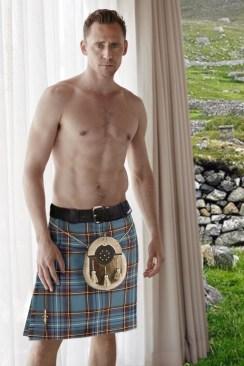 Resultado de imagen de tom hiddleston CON KILT