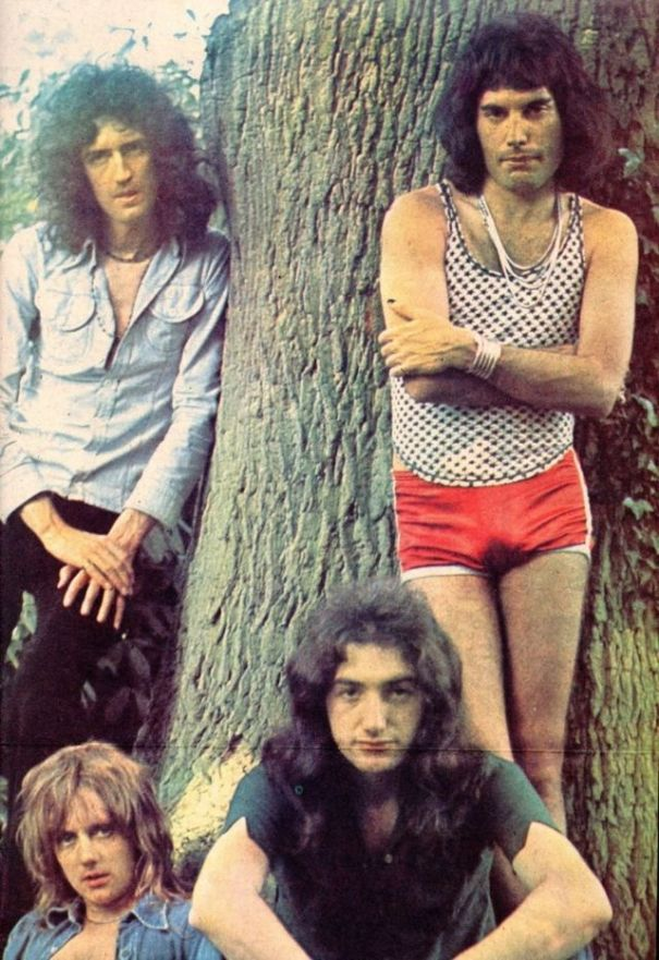 259759f231561 24 fascinating vintage photographs of Freddie Mercury in his short shorts.