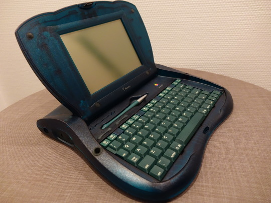 Der Apple eMate 300. Ein Computer für den Bildungsbetrieb in den USA.