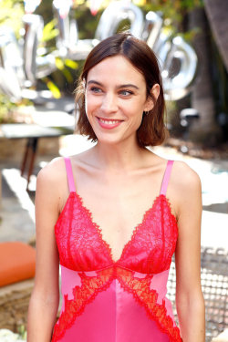 chungit-up-alexa-chung-hosted-a-villoid-garden