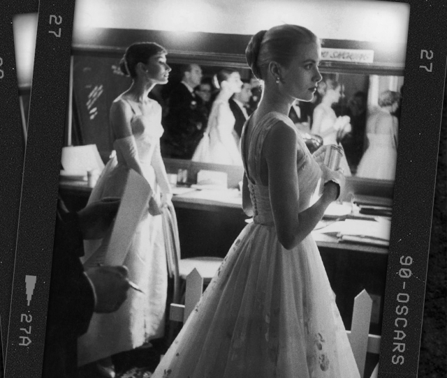 Audrey Hepburn And Grace Kelly Presented At The Oscars In  The Two Actresses Met