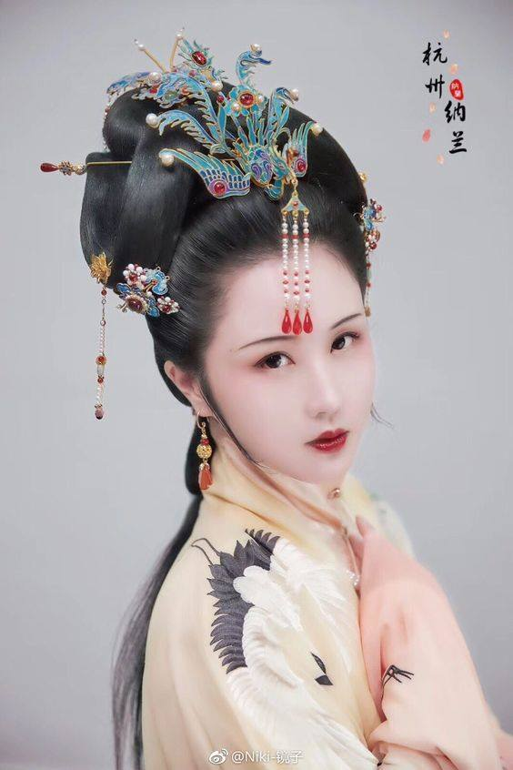 83d2aec71 Traditional Chinese Hanfu, hairstyle, and hair… – China (中国)
