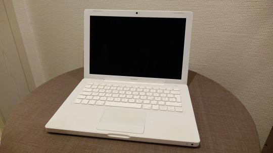 Mein erstes Apple Gerät. Das MacBook mit weißem Kunststoffgehäuse