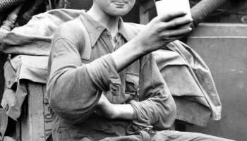 Seven foot tall German soldier, Jacob Naken, s… – History